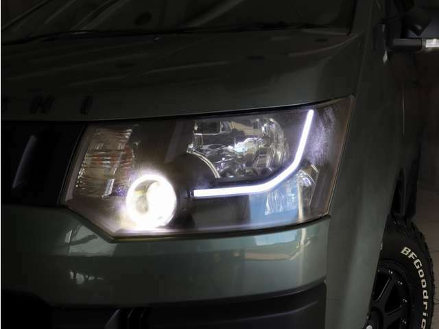 インナーブラック左右イカリング&ファイバーLEDライト付ヘッドライトを装着しました。