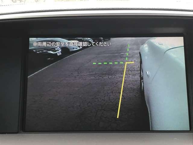左サイドカメラとフロントカメラ運転席から死角となりやすい車両左前部分や前方部分もバッチリ見えます♪