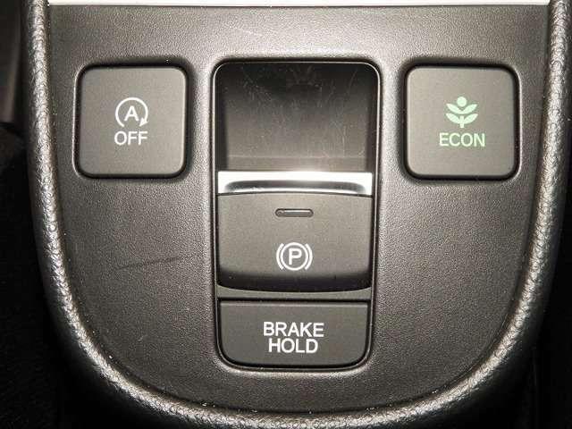 指先の操作でパーキングブレーキの「作動と解除」が行うことができる装備。ブレーキペダルから足を離しても停止し続けてくれるオートブレーキホールド機能。信号待ちなどの際には便利。ECO運転で低燃費走行♪