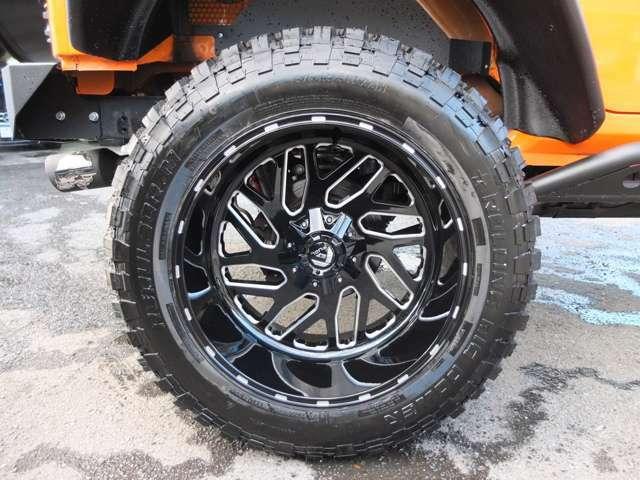 FUEL製TRITON22インチディープリムホイール!!フロント&,リア12Jの迫力のサイズです!!タイヤも約9分御座います。アライメント測定&調整済みです。