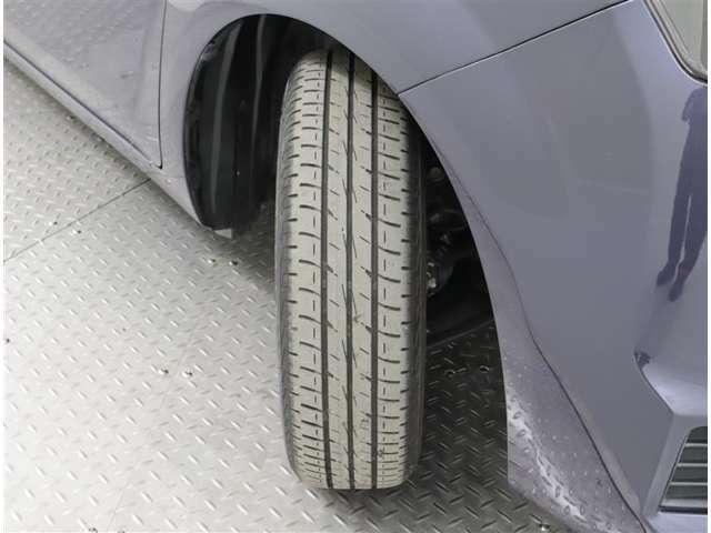 タイヤ溝もまだまだありますよ♪
