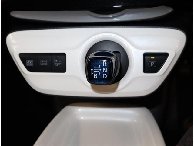 EVドライブモードは、電気モーターで走行するモードです。早朝、深夜の住宅街や屋内の駐車場などで、騒音や排気ガスを気にせずに走行できます。