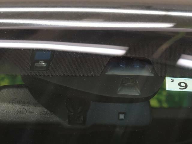 【CTBAブレーキ】走行中に前方の車両等を認識し、衝突しそうな時は警報とブレーキで衝突回避と被害軽減をアシスト。より安全にドライブをお楽しみいただけます。