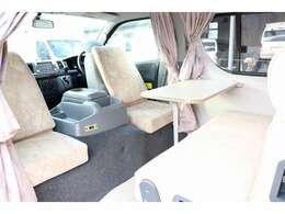 運転席と助手席を利用して対面シートにできます☆