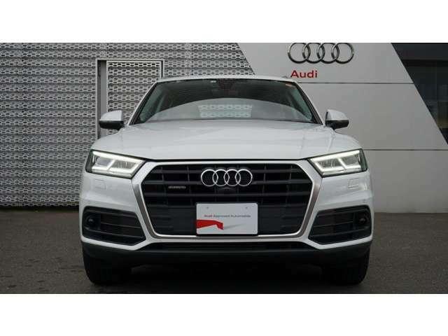 Audi Q5 2.0 TFSI quattro/アルミホイル5アーム タービンデザイン 8J x 18/LEDライティングパッケージ