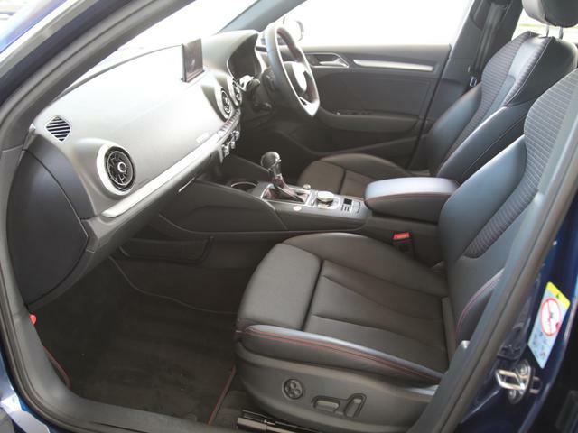 フロントシート電動調整機能
