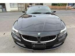BMWのプレミアム・オープン・モデルBMW Z4。ハードトップを閉めればプレミアム・セグメントにおけるスポーツ・クーペ特有の快適なドライビングを堪能できます!