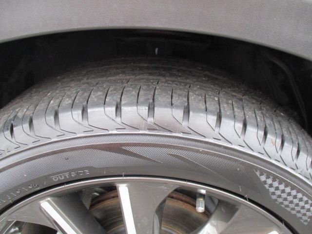 ■純正18インチアルミホイールです。タイヤサイズは215/50/R18となります。