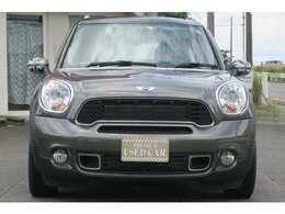 ヘッドライトのレンズ復活コーティングも承っております!!ライトがキレイになると車が若返りますよ!!