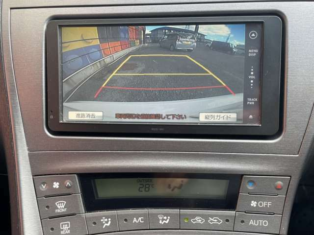 ナビモニターと連動したバックカメラ付きですので、後退時うしろの映像がモニターに映し出されて、運転をアシストしてくれます★駐車の苦手な方でもこの機能があれば安心して駐車することができますね♪