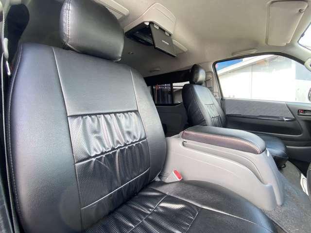 車内がシックに黒革調シートカバー装備です!!