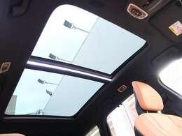 ◆パノラマガラススライディングルーフを装備します。チルト・スライドオープン機能を備えており解放感溢れる素敵なドライブを存分にお楽しみいただけます!