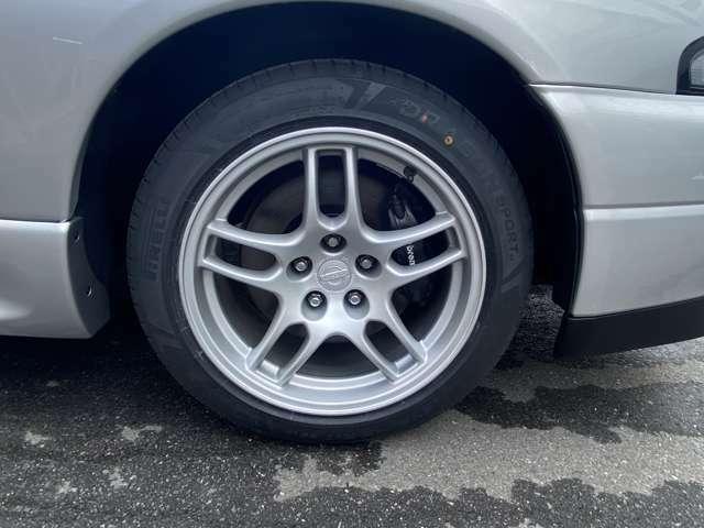ホイール4本リペア済。タイヤはピレリー社製新品を装着