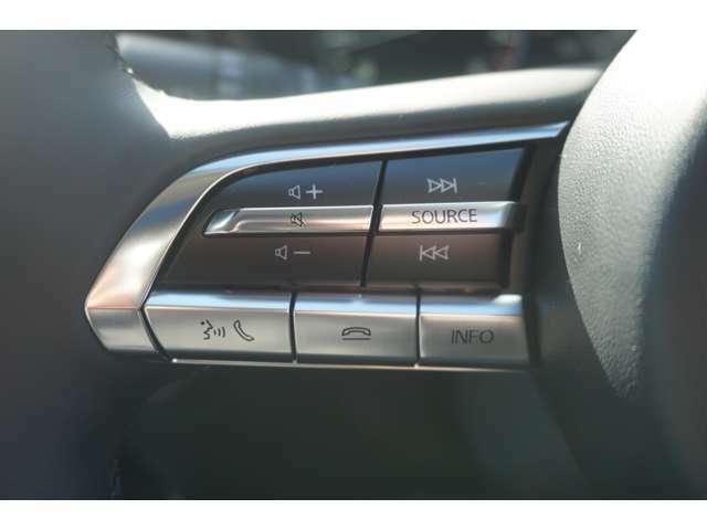 便利な純正ステアリングスイッチ付き☆ハンドルを握りながら音量、選曲など操作可能です!