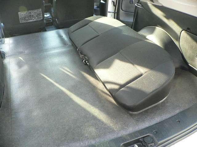 ☆リヤシートの座面を外すと前席を広く使えます(簡単に外せます)☆