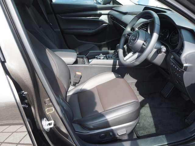 安全運転を重視したコクピットです。長距離運転にも疲れにくいシッカリとしたシートです。一度座ってみて下さい。