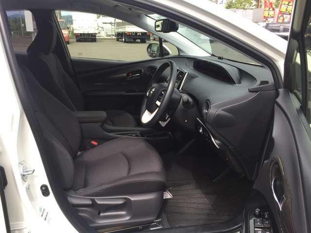 「運転席・助手席」 シートなどの状態も良く、目立つような傷や汚れはありません♪