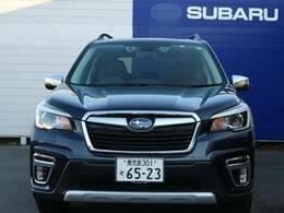 ◆シンプルで機能的な運転席廻り◆「車を操作する」ことを重視したインテリア