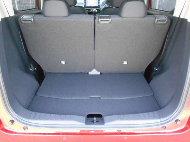 荷室スペースは前後可動式で広げることも可能です。