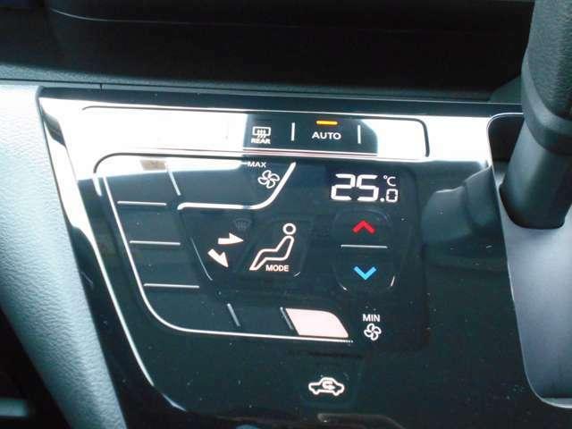 車内を年中快適に保つオートエアコン。
