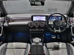 【オプションを全て装備】AMGアドバンスドパッケージ(204,000円)、AMGパフォーマンスパッケージ(563,000円)、パノラミックスライディングルーフ(170,000円)を装備したハイスペックなCLAです!