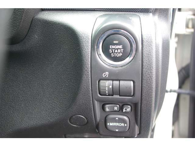 オートエアコン装備♪細かい温度調節が可能なため、快適な室内空間を保てます★また見た目もとてもスッキリしているため、大変人気な装備です♪