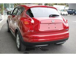 人気車ジュークまたまた入荷しました・きれいなラディアントレッド・純正HDDナビ&TV付きのお買得車です・詳細はHPをご覧下さい!