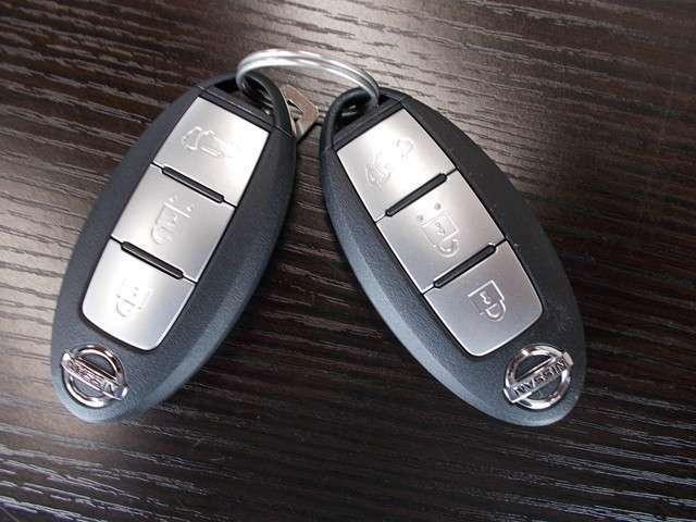 インテリジェントキーは2個御座います。