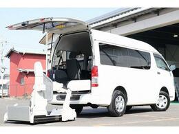 トヨタ レジアスエース ウェルキャブ車いす移動車Cタイプ 電動スイングアームリフト 車いす固定装置