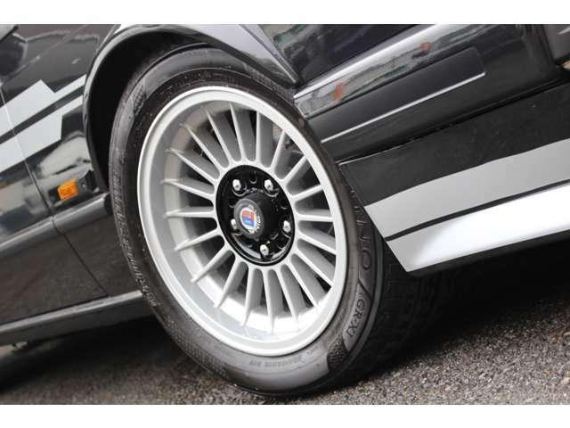 1982年、初の大規模マイナーチェンジが行われた。これはベースモデルの5シリーズがフルモデルチェンジを行った為で、サスペンションなどが一新された。また、635CSiについてはエンジンが一新された!