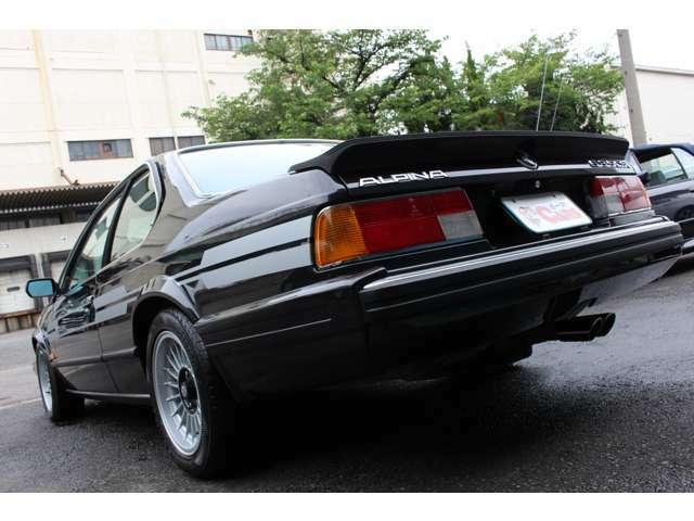 1978年、635CSiが発表された。専用の3.5Lエンジンを搭載し、トランスミッションは5速MTが採用された!
