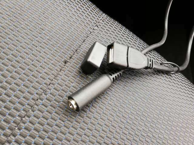 USB接続できます。