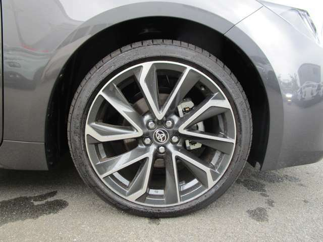 225/40R18タイヤ・18インチ5本ツインスポークダークグレーメタリック塗装切削光輝アルミホイール