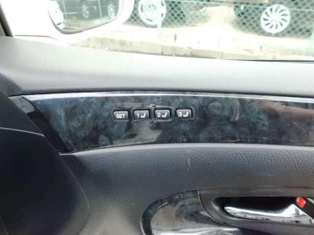 シートポジションを記憶可能なシートメモリー機能付き!