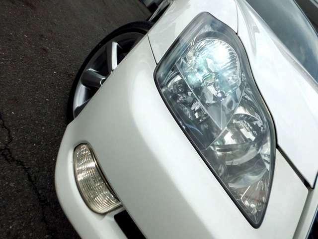 ヘッドライトは見た目も視認性も高いHIDヘッド!雨天時も安心なフォグ付です!