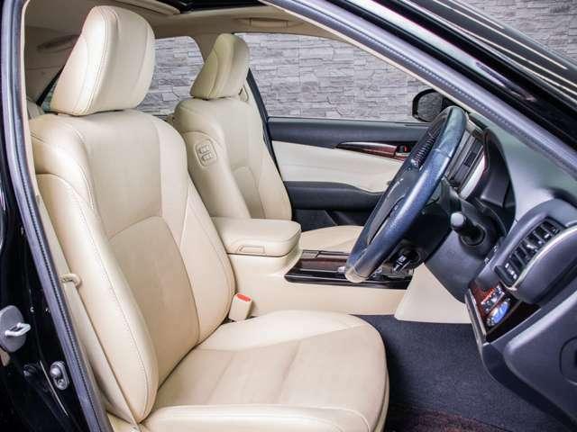 高級感をさらに高める本革シート搭載!!エアシート&シートヒーターを完備しておりますのでオールシーズン快適にご乗車頂けます。