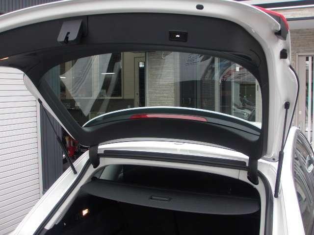 オートマチックハイテールゲート装備!!電動開閉致します♪キー&車内&バックドアから動作可能です♪左右ドアミラー&リア熱線♪吹雪の日も視界良好で安全です♪アイドリングストップ機能付き♪オフにもできます♪