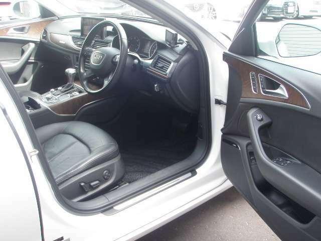 6エアバッグ装備♪前席パワーシート♪運転席は2メモリーシートです♪様々な動作&ポジションを記憶します♪便利なオールオートPWです♪ナビ連動ビルトインETC付き♪音声&履歴表示モデルです♪Bluetooth