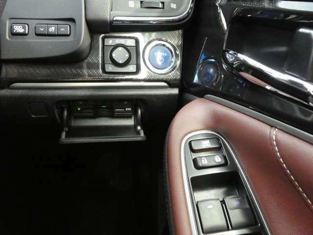 1年間走行無制限のトヨタロングラン保証。(対象項目:約60項目・5000部品)が対象です。全国5000ヵ所のトヨタディーラーで保証修理が可能です。有料で保証延長年数を1年または2年から選べます。