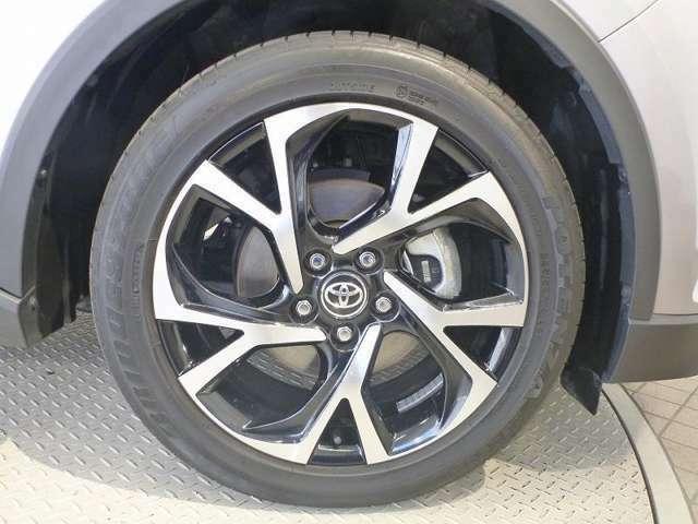 タイヤ溝は前後ともに6mm以上と十分に残っており、購入後も安心してお乗りいただけます♪