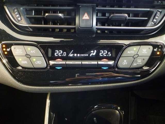 運転席側・助手席側それぞれに温度設定ができる、風量自動調整の快適オートエアコンを装備。直感的な操作フィーリングのピアノタッチ式スイッチを採用しています。