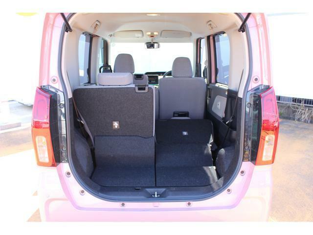 左右分割で操作できる便利なリヤシートなので、荷物の量や乗員人数に合わせて多彩なシートアレンジができ、使い勝手もバツグンです☆