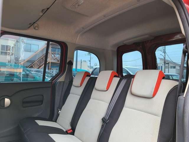 窓が多く開放感がある車内空間!より一層ドライブをお楽しみいただけます!