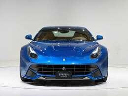 外装はBluCalifornia(ブルー)です。内装はBeige(ベージュ)の組み合わせです。ぜひ実車をご覧ください。