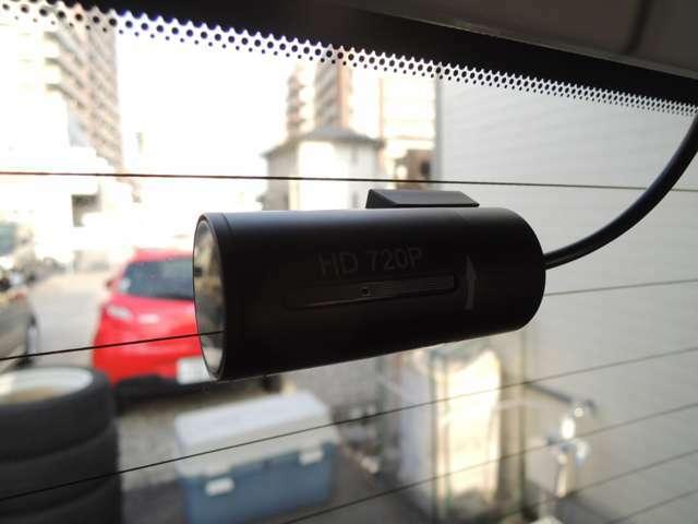 リアカメラの取付け施工例です!! 【ドライブレコーダー録画中ステッカー】が付属しますので、煽り運転の抑制になります!!