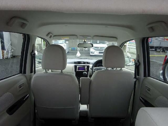 【当店のこだわり】入庫後のお車は選任スタッフによる細部清掃を実施しております。足回り、エンジンルーム、室内、室外を隅々まで綺麗にしております。展示車はピカピカです。全国配送も可能ですのでご相談下さい!