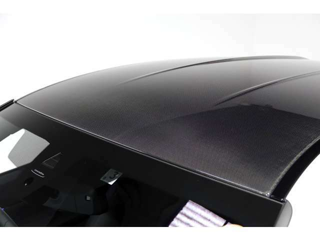 カーボン・ファイバー強化樹脂(CFRP)製ルーフ