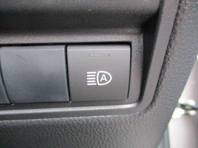 ★オートマチックハイビーム★先行車や対向車のライトを認識し、ハイビームとロービームを自動で切り替え、夜道の視界を確保します