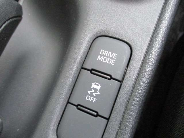ABSと車輪空転を防ぐTCS、横すべり抑制を加えた3つの機能をコントロールするVSAそれと協調するモーションアダプティブEPS、サイドカーテンエアバッグシステム(6エアバッグ)などを標準装備!