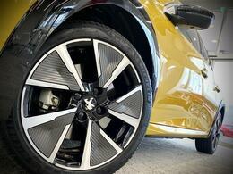 EVのイメージにピッタリなジオメトリックなデザインはさすがフランスです。実はタイヤもミシュランです。